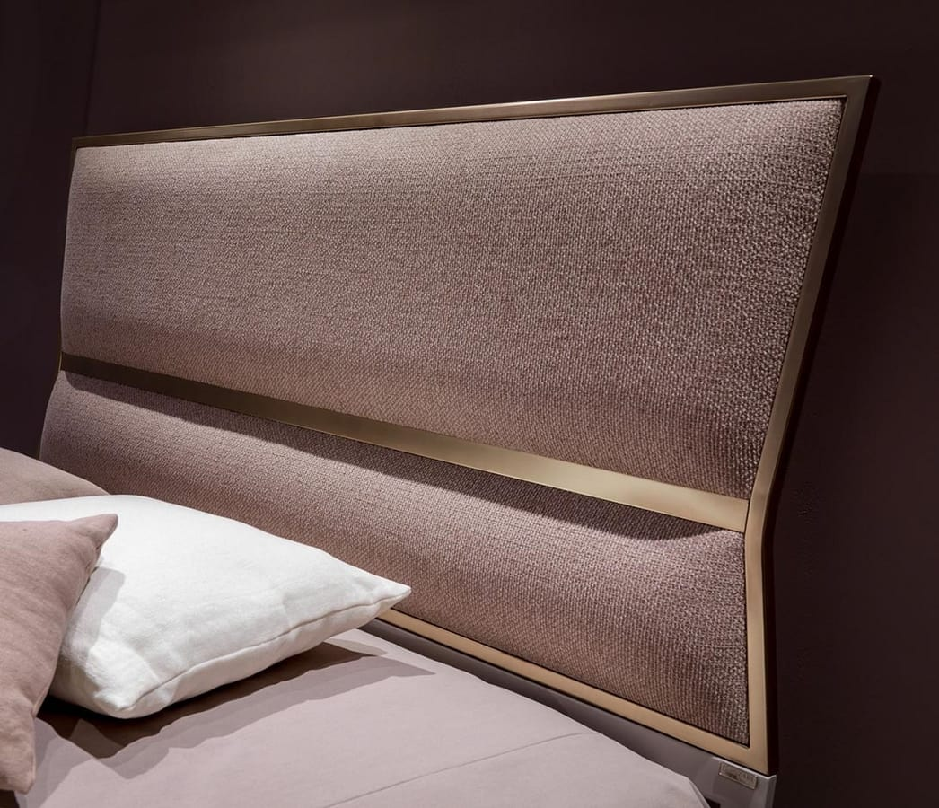 Suite Art. 956, Modern padded bed with geometric headboard
