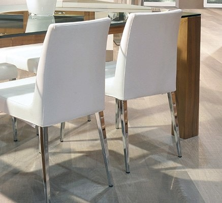 Hollywood 247, Upholstered chair with metal legs