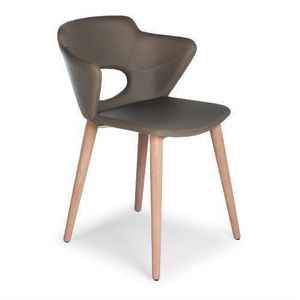 Marala W, Wooden chair with upholstered body