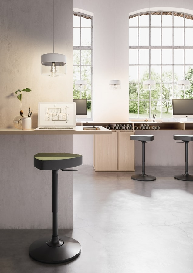 Kensho Stool pivoting, Stool with pivoting round base