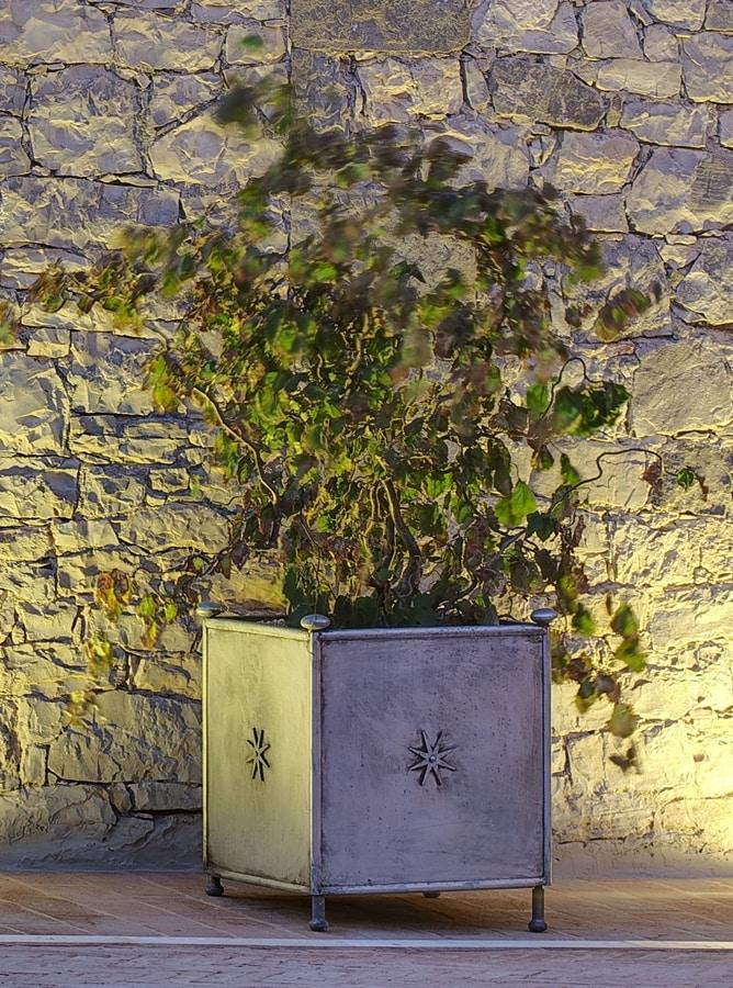 MONASTERO GF4019VA, Garden vase, in decorated iron