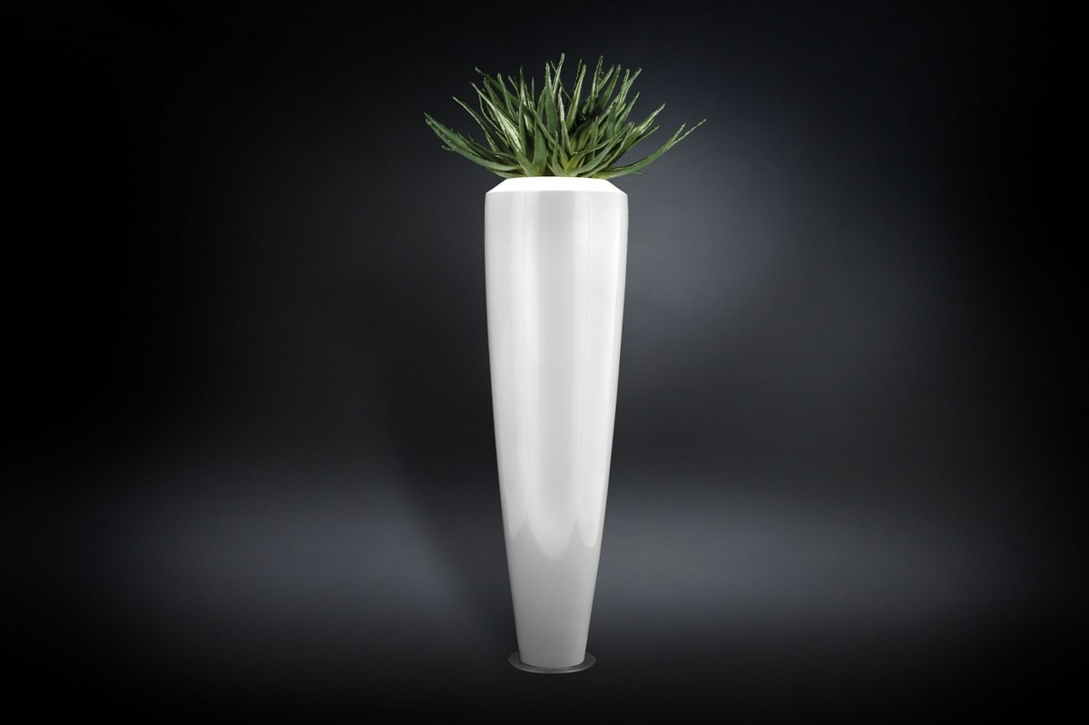 New Casablanca, Vase with floral composition