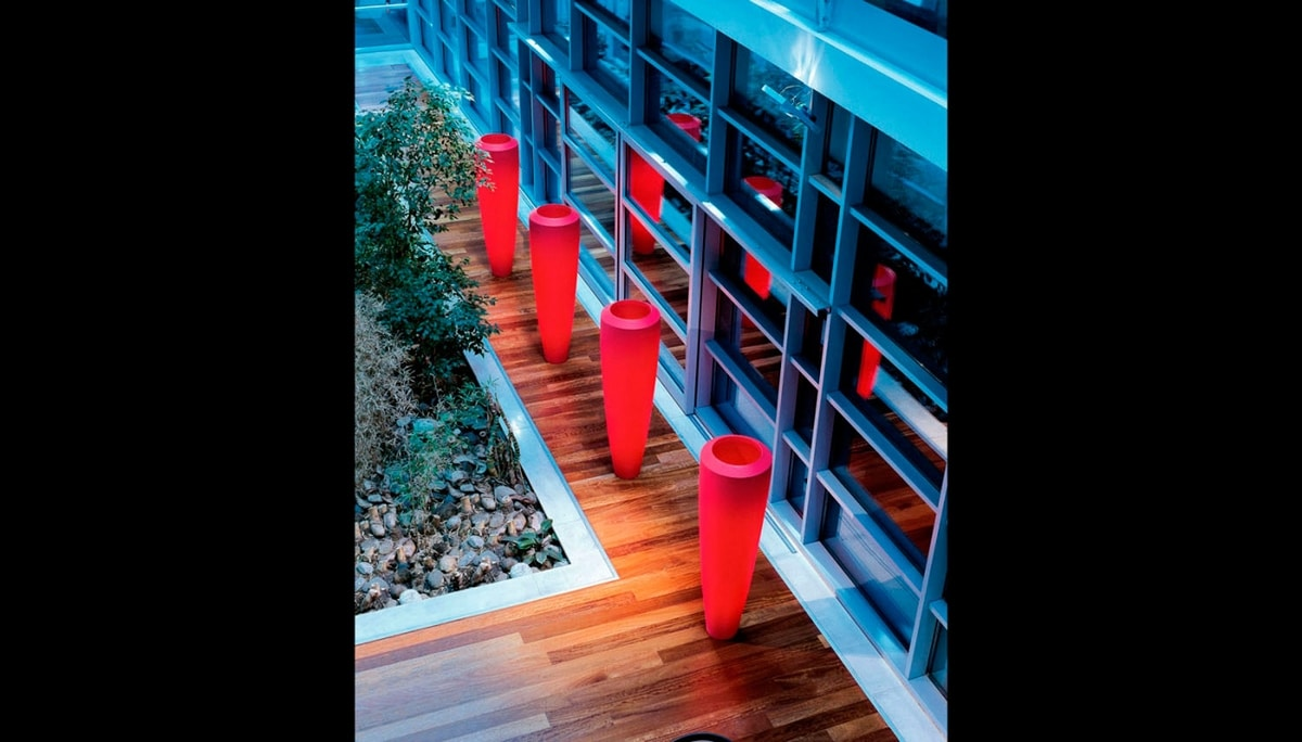 Obice, Vase in polyethylene for outdoors
