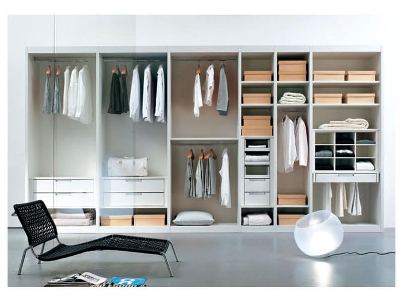 ATLANTE walk-in wardrobe comp.02, Walk-in closet with shelves and glass doors