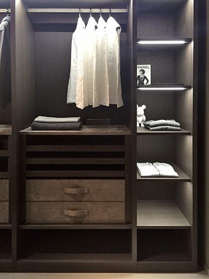 ATLANTE walk-in closet comp.09, Walk-in closet with hangers, high design