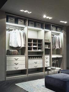 ATLANTE walk-in wardrobe comp.11, Walk-in closet in ash wood with details in nabuk
