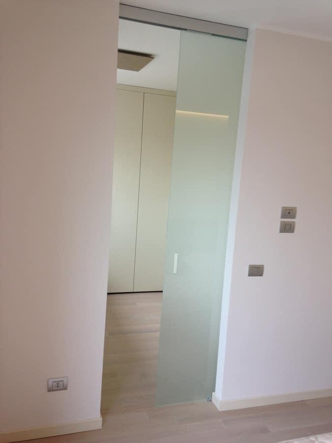 Walk in closet 02, Walk-in closet, customizable, with sliding door
