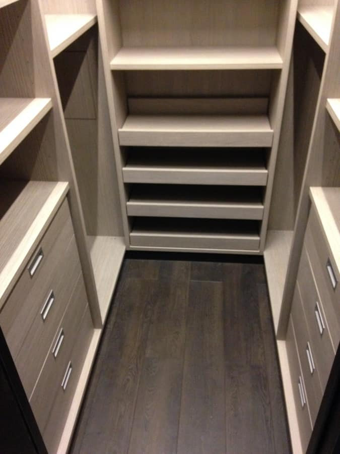 Walk in closet  03, Customizable walkin closet, with shelves