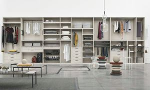 Logica, Walk-in closet with accessories