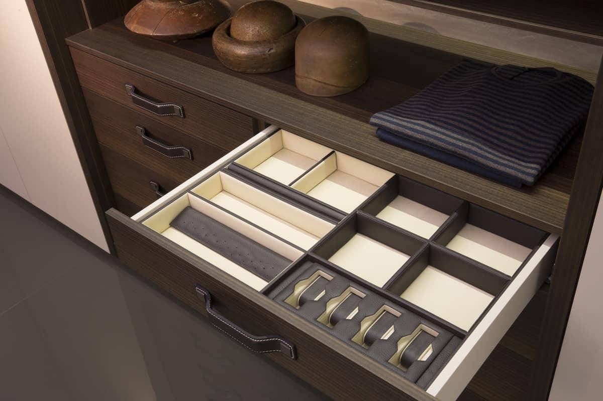 VENICE comp.01, Elegant walk-in closet, gold and wood aucalipto trim