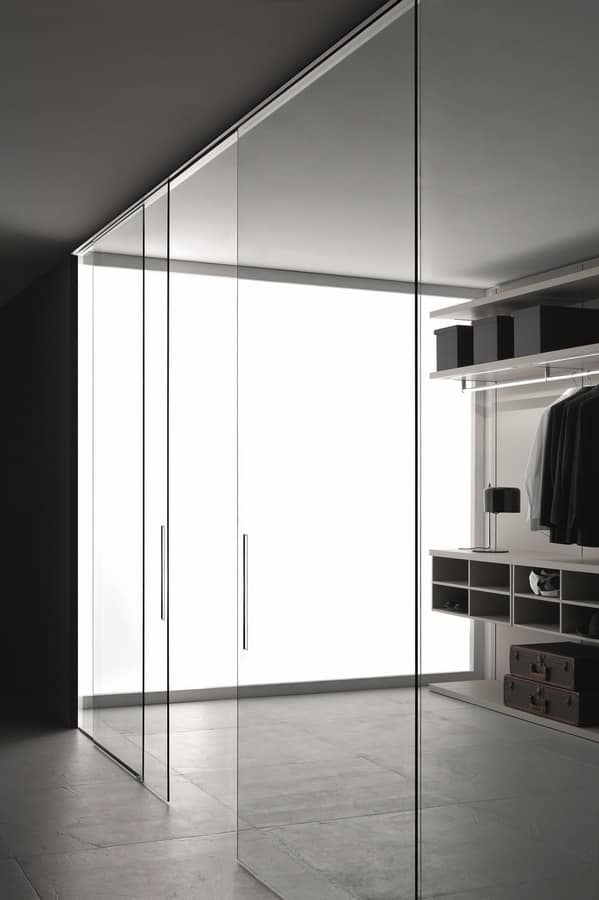 Vista, Walk-in closet with glass or wood doors