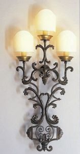 Art. 2070-03-00, Wall lamp in forged iron
