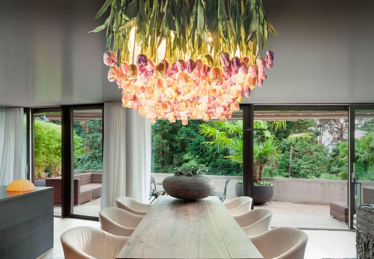 Flower Power Tulip, Chandelier with flowers and glass cylinders