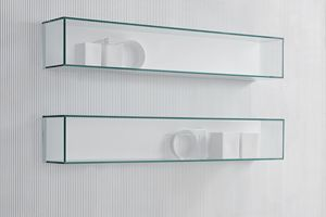 GRAPHOS GLASS, Crystal shelf with a display case