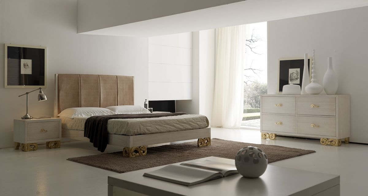 Allegra carved foot, Bedroom with bed with upholstered headboard