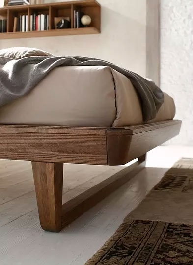 Just, Bed with a sober design