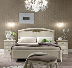 Nostalgia bed, Bed in antique white finish