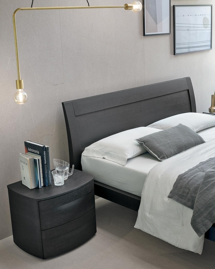 Riviera, Elegant wooden bed
