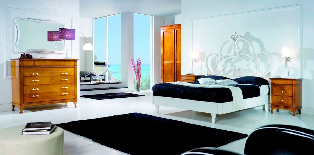 Sofia, Bed in white lacquered wood