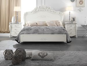 Viola bed, Elegant carved bed
