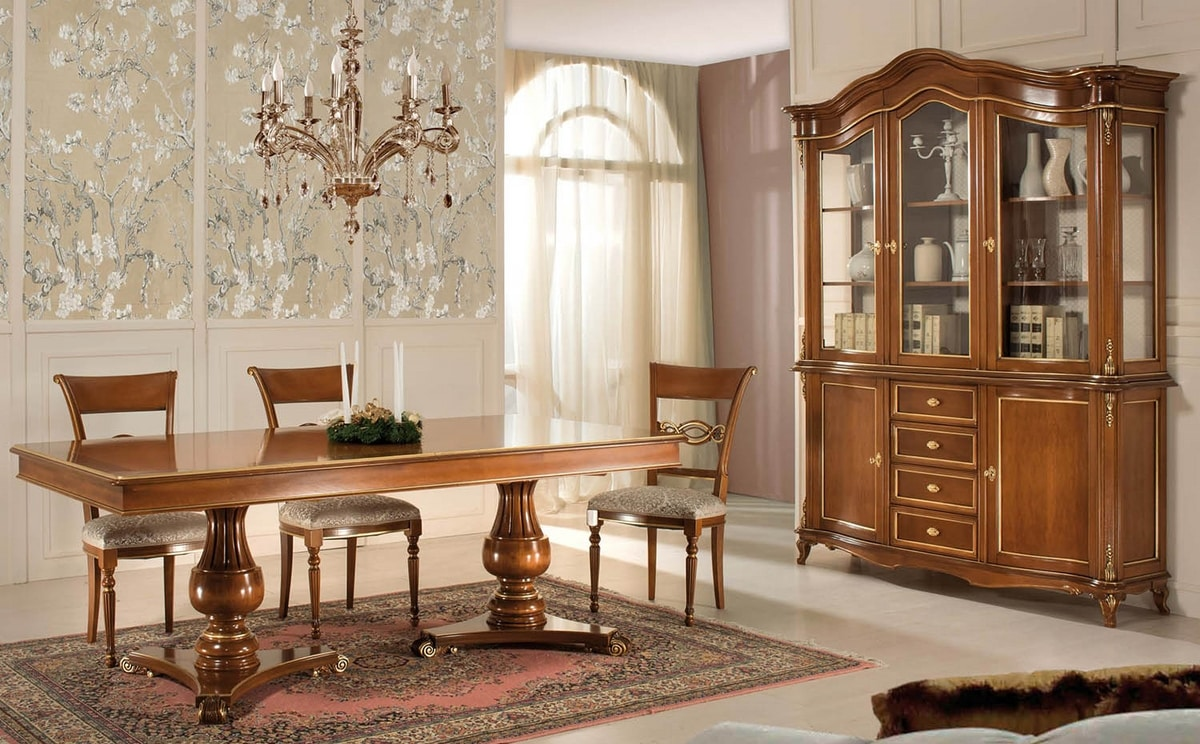 Art. 3502, Extendable table, in classic style