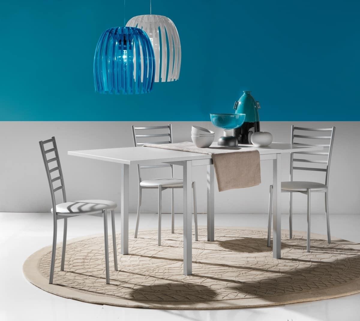 Art. 667 Web, Small dining table with folding opening