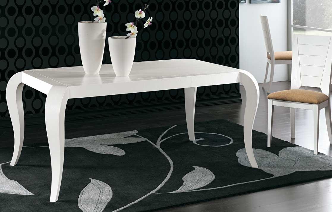 Art. 678, Elegant dining table