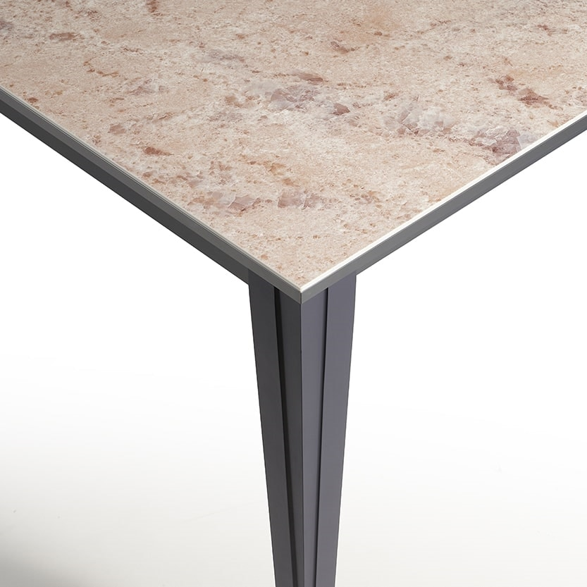 Paul, Table with refined and modern shapes