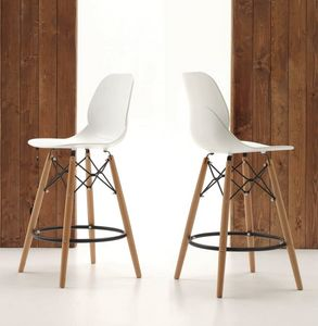 Art. 522 Shell Stool, Kitchen stool, wooden legs and seat in polypropylene