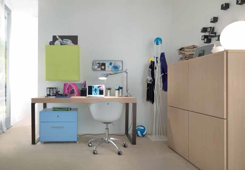 Linear desk 02, Desk with minimal design