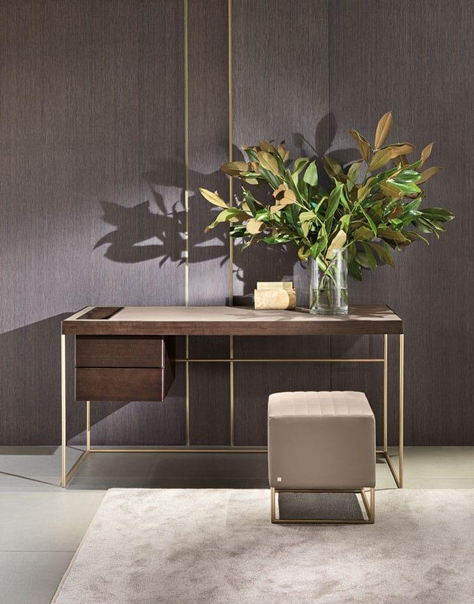 Stardust, Desk with minimal design