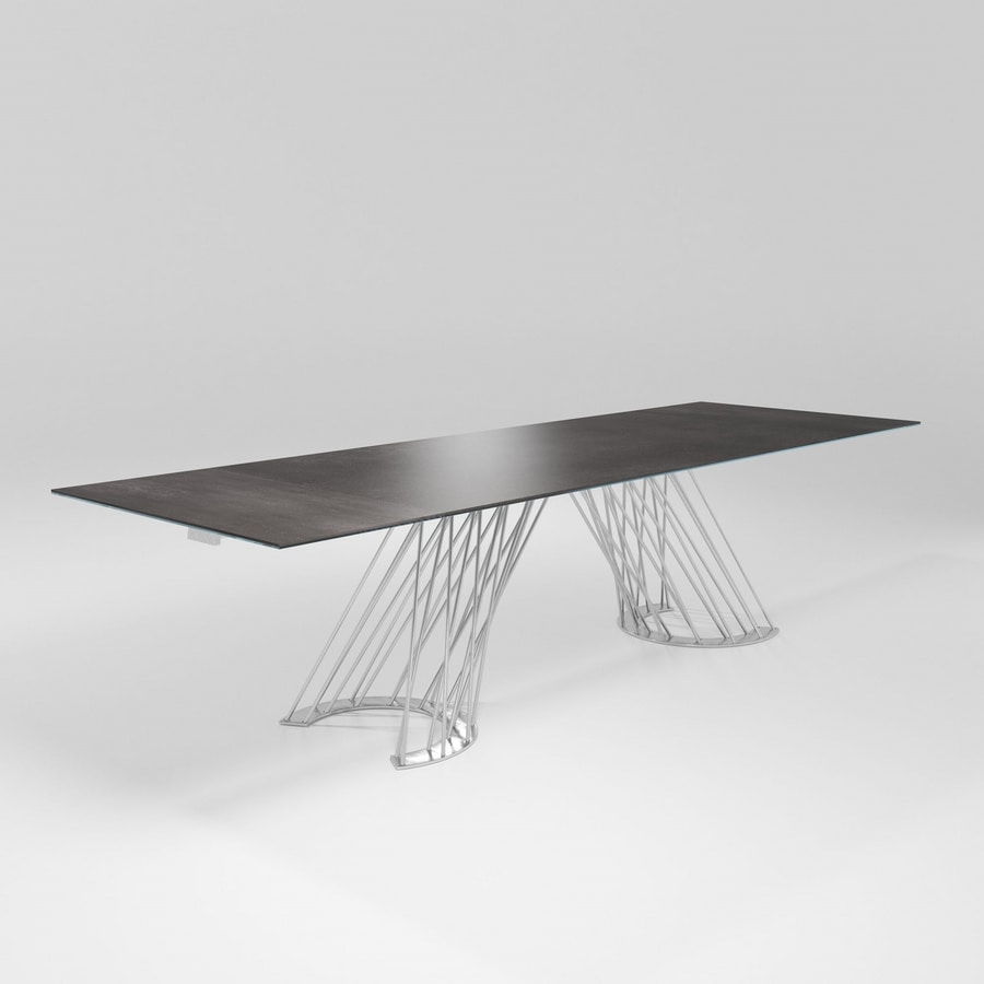 Pamplona, Table with solid iron base